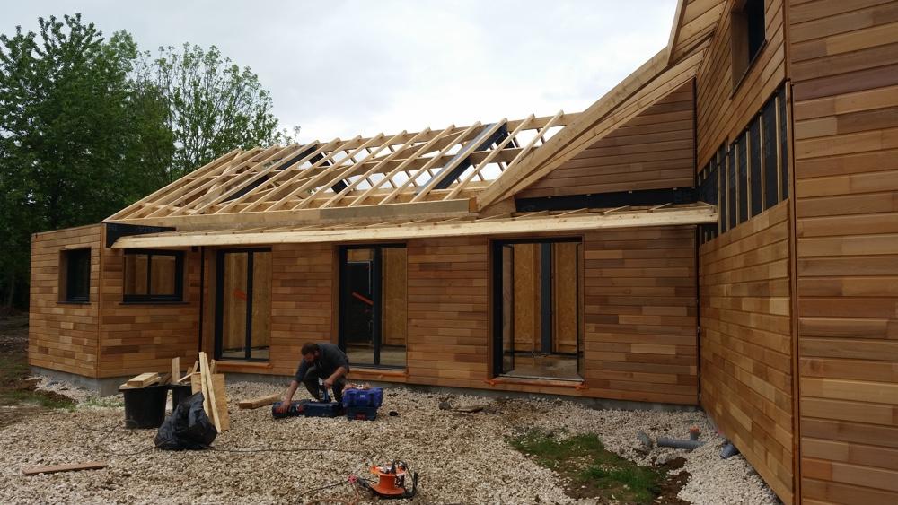 09 Mai 2016 - Finition de la charpente du brise -soleil en façade sud