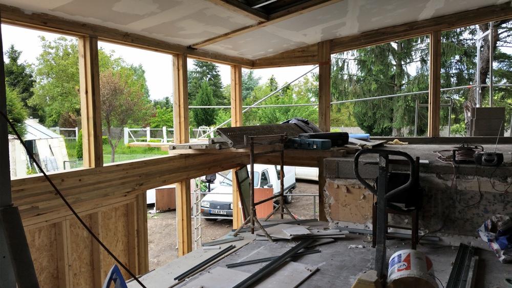 Mai 2016 - Les travaux de doublage sont en cours et les menuiseries extérieures en commande