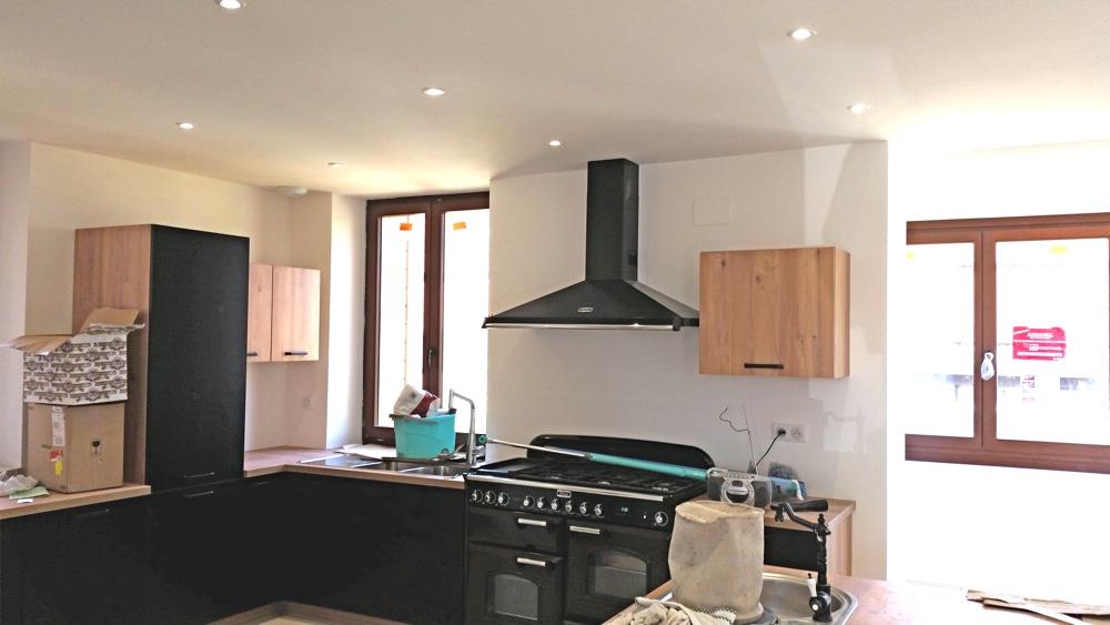 22 Juillet 2016 - Les travaux de peinture sont réalisés - le cuisiniste peut intervenir
